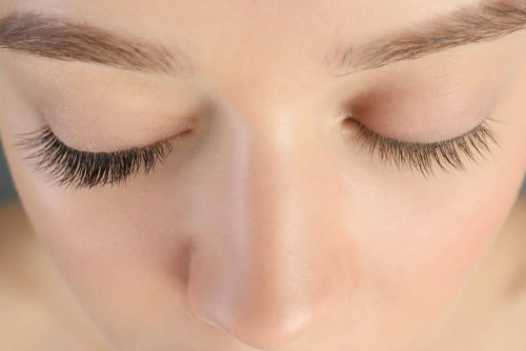 how to use curling mascara